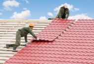Кровля крыши металлочерепицей: основные преимущества
