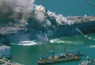 Взрыв и пожар надесантно-штурмовом корабле ВМС США