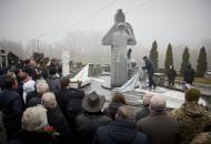 памятник каденюку