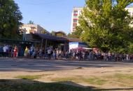 """""""Жесть!"""": В Лисичанске приходится отстоять в длиннющей очереди, чтобы попасть в желанную маршрутку"""