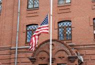США закрывают два консульства в России