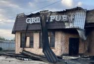 В центре Лисичанска ночью сгорел ресторан GRILLPUB