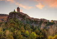 Средневековый город над пропастью