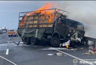 """В Хмельницкой области столкнулись военный """"КамАЗ"""" иAudi"""