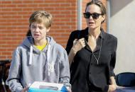 Дочь Джоли и Питта официально стала Джоном