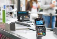 """""""ПриватБанк"""" разрешил снимать наличные с карт в кассах супермаркетов"""