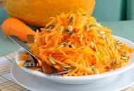 """Салат """"Здоровье"""" из сырой тыквы с медом и орехами"""