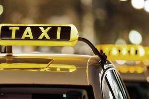 В Одессе таксистка обокрала уснувшую пассажирку