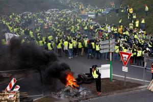 протесты-в-париже