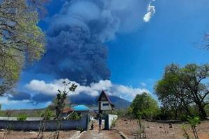 В Индонезии произошло мощное извержение вулкана Левотоло