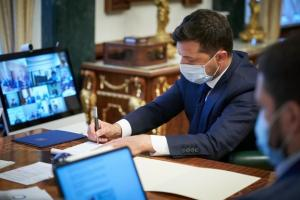 """Зеленский подписал закон о """"зеленой"""" энергетике"""