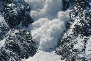Россия, снежная лавина