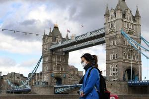 Великобритания вновь вводит жесткий карантин на севере страны