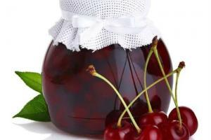 Вишни в собственном соку без косточек и сахара