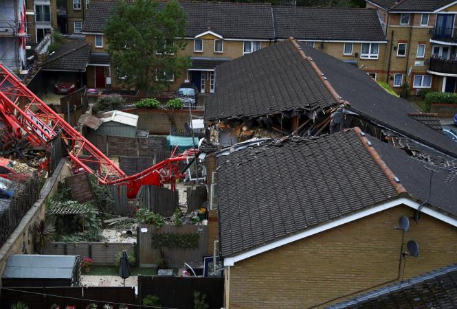 В Лондоне строительный кранрухнул на жилые дома