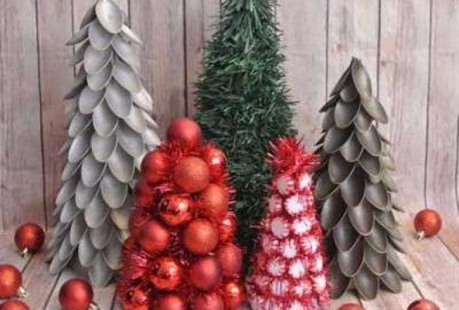 Новогодняя елка из пластиковых ложек своими руками