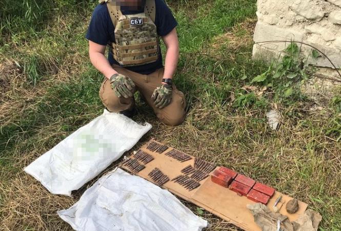 На Луганщине СБУ обнаружила 3 схрона боевиков