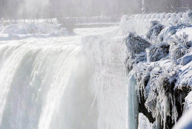 Ниагарский-водопад-замерз