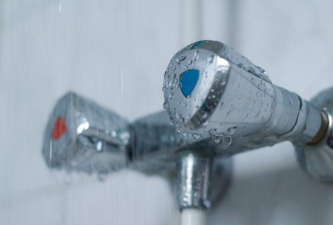 вода в кране