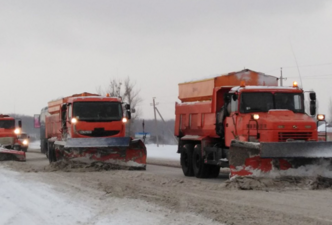 Ограничено движение транспорта в трех областях Украины