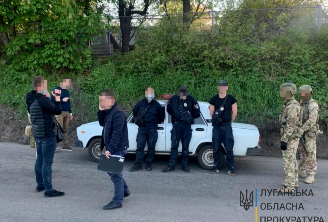 """В Лисичанске """"на горячем"""" попалисьполицейские-взяточники"""
