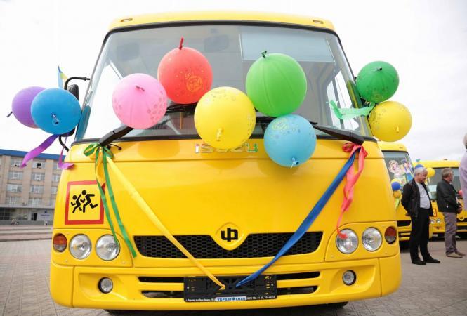 На Луганщине учебным заведениям передали4 новых автобуса