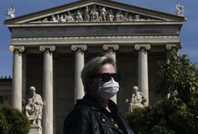 Греция вводит комендантский час из-за вспышкиCOVID-19