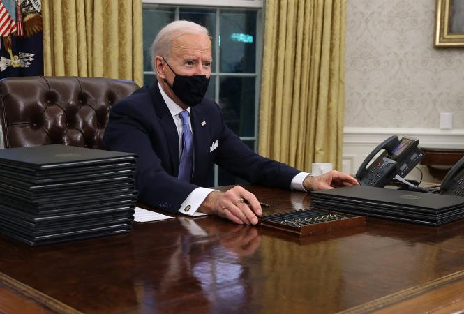 Байден своими указами отменил громкие решенияТрампа