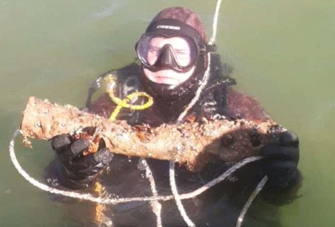 нашли затонувшее судносо снарядами