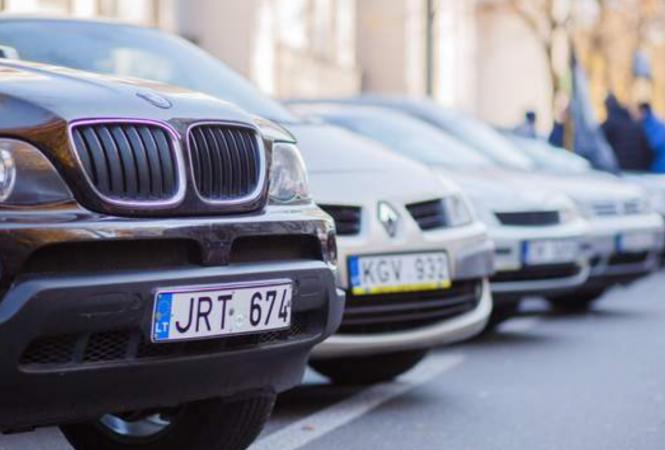 """Поблажки для """"евробляхеров"""": В Украине временно не будут штрафоватьводителей авто на еврономерах"""
