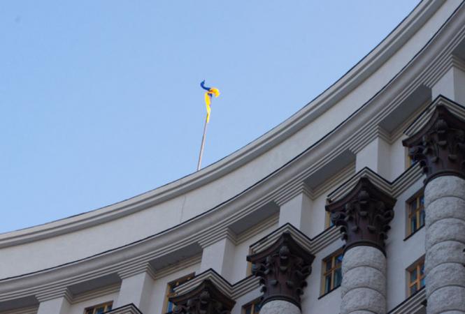 В Киеве мужчина угрожает взорвать гранату в здании Кабмина