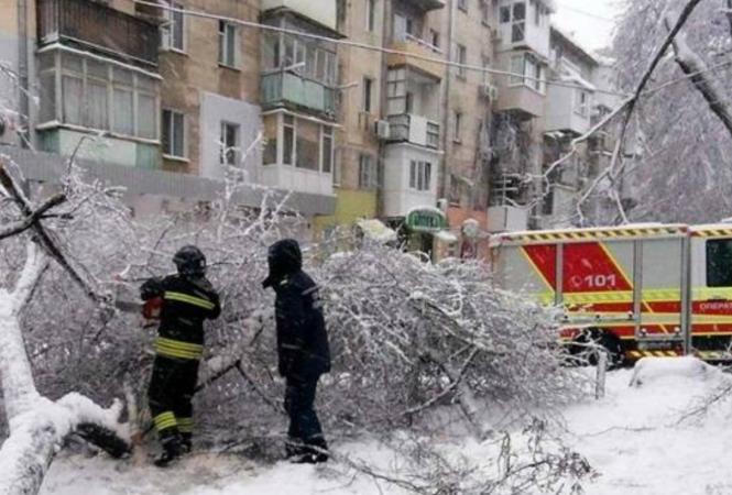В Украине из-за непогоды обесточено 108 населенных пунктов