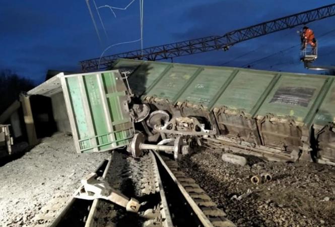 Из-за аварии на железной дороге на Днепропетровщиневыбились из графика поездаюжного направления