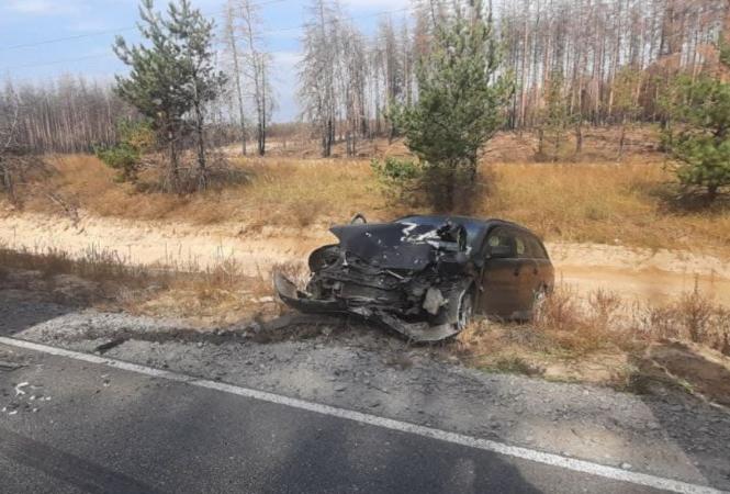 На трассе Северодонецк – Новоайдар иномарка влетела в грузовик