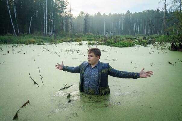 результат два брата сделали фотосессию в болоте белым